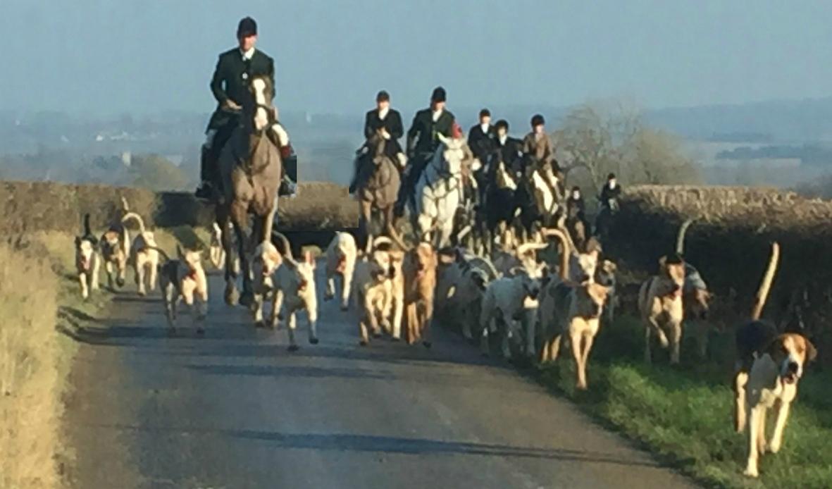 The Heythrop Hunt at Bledington on Tuesday 20th September 2016